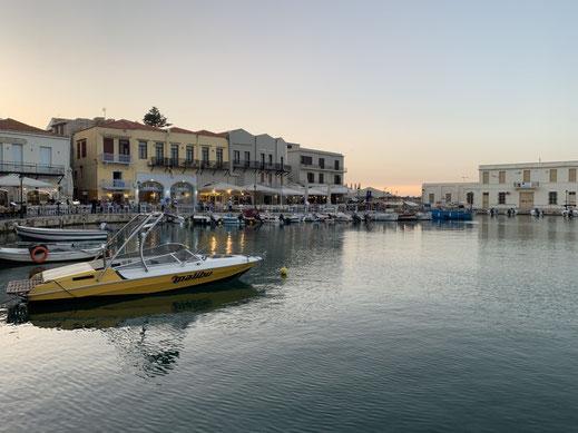 Griechenland, Kreta, Sehenswürdigkeit, Reisebericht, highlight, Urlaub, Rethymno, Hafen, Promenade, Boot, Leuchtturm