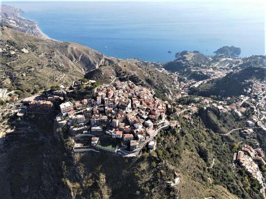 Italien, Sizilien, Sehenswürdigkeit, Taormina, Castelmola, Serpentine, Meer