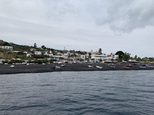 Sizilien, Liparische Inseln, Äolische, Stromboli, Sehenswürdigkeit, schwarzer Strand, SandstrandVulkan