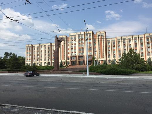 Transnistrien, Tiraspol, Strada Karl Liebknecht - Regierungsgebäude mit Lenin