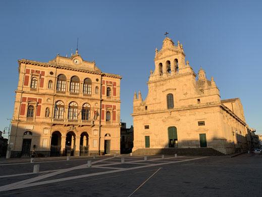 Italien, Sizilien, Grammichele, Zentrum, Sechseck, Rathaus und Chiesa Madre San Michele