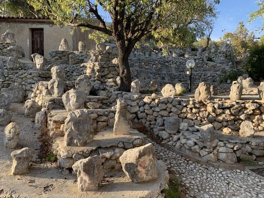 Italien, Sizilien, Sehenswürdigkeit, Sciacca, Castello Incantanto, wissende und unwissende Charaktere