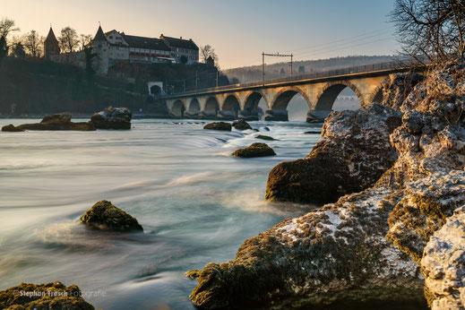 Rhein oberhalb der Rheinfallbrücke (Foto: S. Trösch)