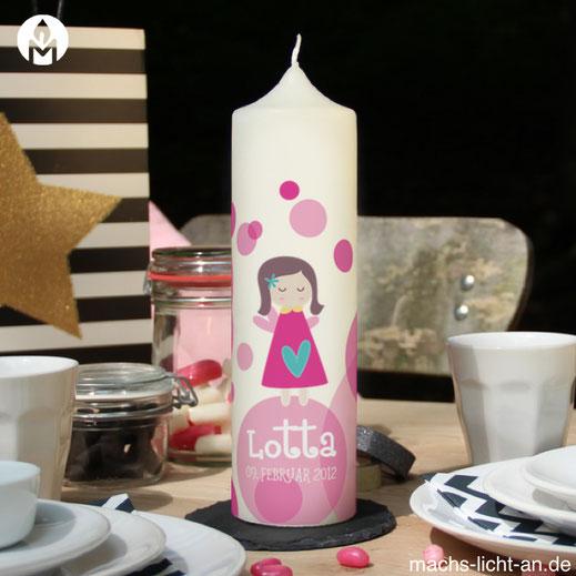 Lotta Schutzengel Punkte pink moderne und individuelle Geburtstagskerze Geburtstag Geburt Kerze machs-licht-an individuell Stumpenkerze selbstgemacht Geschenk Dekoration deko Birthday Kerzenshop