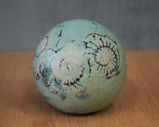 Keramikkugel in mint für den Garten