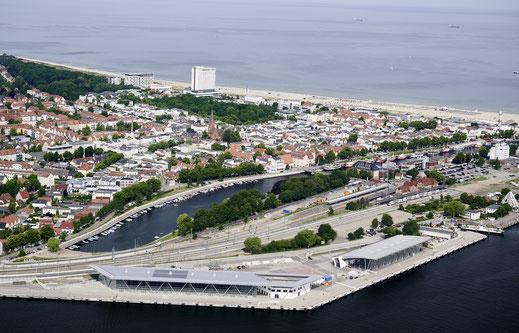 Am heutigen Freitag legte die MSC Seaview erstmals im Hafen von Warnemünde an