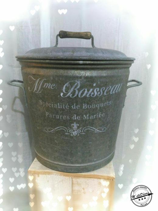 Ancienne lessiveuse , contenant pour fleurs ou déco: 39cm de diamètre et 39cm de hauteur. Tarif location:15€ Caution: 35€