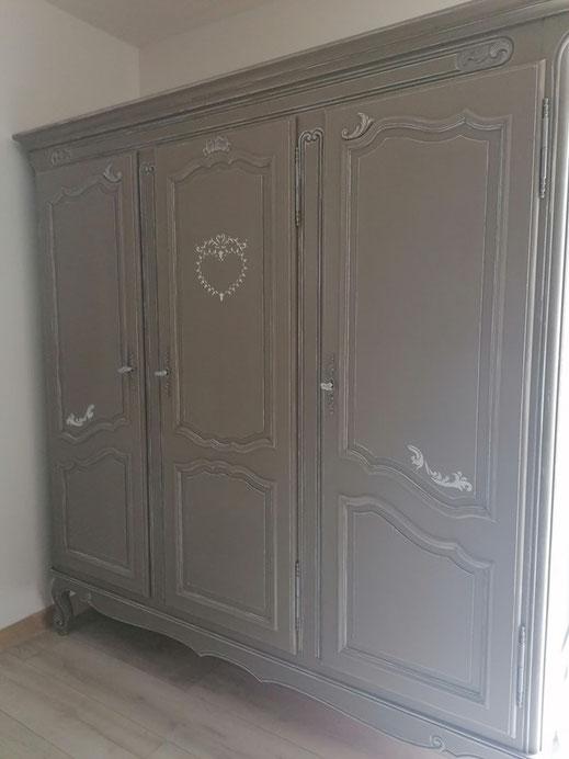 relooking de meubles armoire merisier louis le mans sarthe taupe patine blanc pochoir coeur