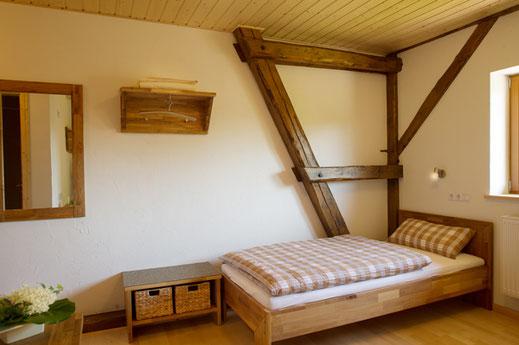 Blick in ein Gästezimmer des Zürnshof mit kostenlosem WLAN.