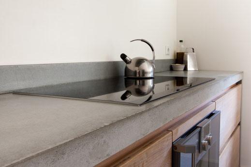 Betontechnik - Beton Ciré Küchenplatte - Beton-Look in der Küche
