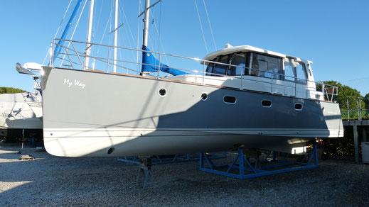 Schnelles Verdränger-Motorboot IC39 mit Solaranlage