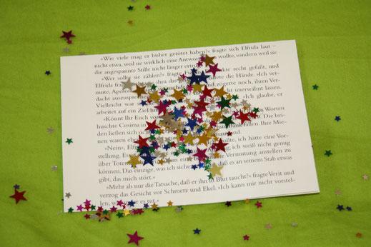 Weihnachtskarten selber machen; Idee upcycling Buch, Karten aus alten Buchseiten, Caballo Couture, Bastelidee Weihnachten, Karten selber basteln, Glückwunschkarten selber machen