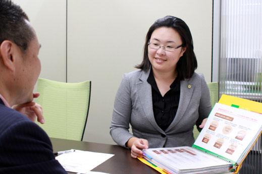 新潟市の社会保険労務士法人「大矢社労士事務所」就業規則相談の様子