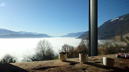 vue de la table d'hôtes...mer de nuages sur la combe de Savoie