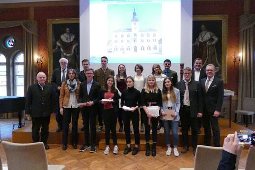 Der Naturschutzpreis 2018 wurde an 10 Schüler des Schyren-Gymnasiums verliehen.