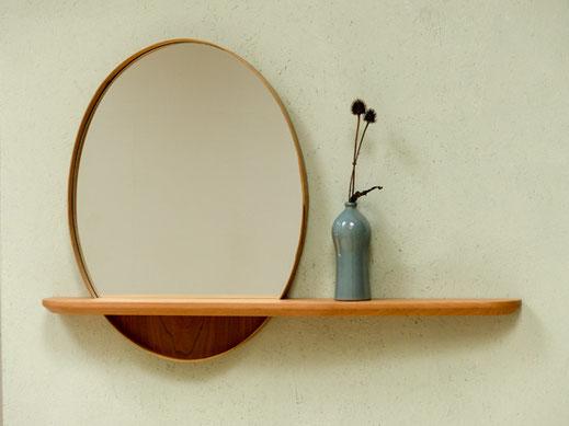ovaler Spiegel mit Konsole