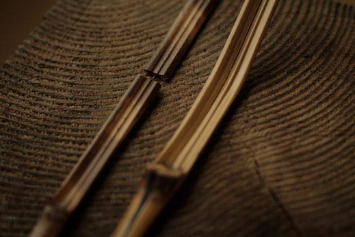 折れてしまった煤竹。茶杓削りにはつきものの失敗