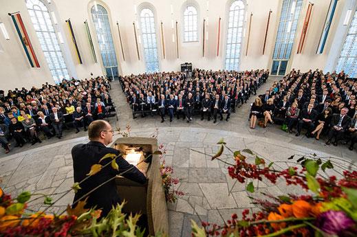 Akademische Feier an der Frankfurt School Commerzbank-Vorstand Martin Zielke hält Laudatio