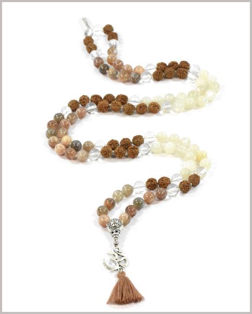 Mala Kette mit Bergkristall Edelsteinen und Rudraksha Perlen