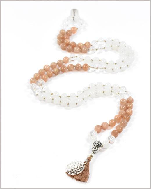 Mala mit Sunstone, Bergkristall und Jade Edelsteinen und Lebensblume