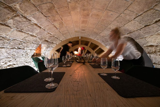 ab 10 Personen sitzen wir hier im gemütlichen Gewölbe, welches von 1640 original besteht.