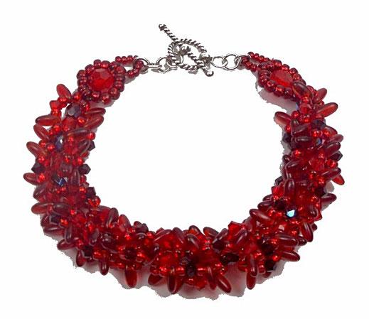 photo-bracelet-entier-createur-tisse-rouge-en-cristal-verre-et-argent-fond-blanc