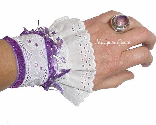 photo-manchette-sur-poignet-romantique-dentelle-coton-broderie-anglaise-ruban-satin-galon-mauves-mariage