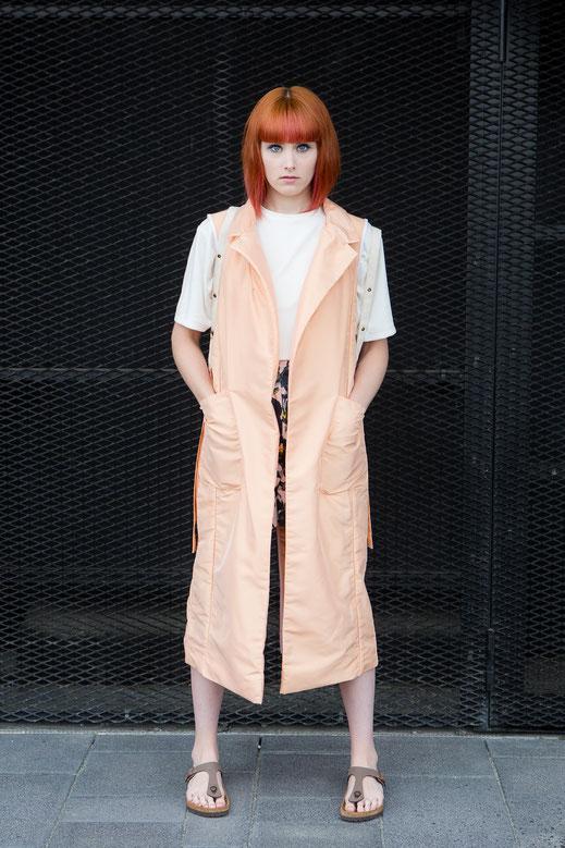 WHO Hamburg handmade Streetwear St.Pauli Design Label Mode Vest Weste Orange Shirt Alma Shorts Meadow made in Hamburg sustainable fair vegan