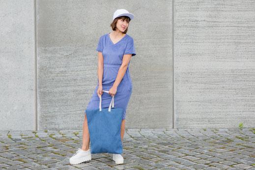 "Kleid ""Blue Peach"" WHO streetwear Hamburg Handmade Design Mode Label fair fashion vegan blau handgefertigt made in Germany Leder Wildleder Imitat Tasche tote bag cool cap city street style Sommer 2016 shooting"