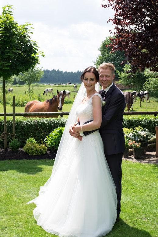 Paarfotos, Hochzeit, Hochzeitspaar, Brautpaar, Garten