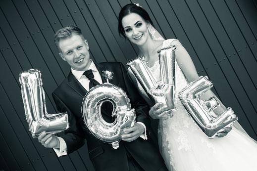 Love, Luftballons, Brautpaar