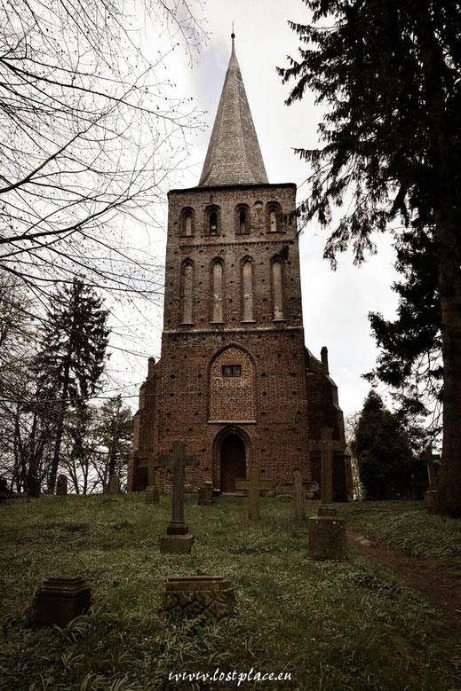Die Kirche auf dem alten Dorffriedhof