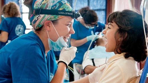 Dentistas Sobre Ruedas / Petra Refugee Camp - Greece