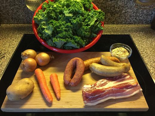 Grünkohl, norddeutsch Art Grünkohlzutaten Grünkohl Kartoffel Mohrrübe Zwiebel Kochwurst Bauchspeck Haferflocken