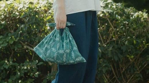 キナリノ暮らしの動画 : Textile design for flower tile
