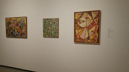 3 schilderijen van Asger Jorn, een Cobra kunstenaar. Warme speelse kleuren en ritmische vlakken.