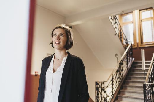 Céline Fournier, muséographe, dirige la Boite à Histoires. Ici au Beffroi de Lille