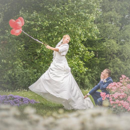 Hochzeit, Dietmar Theile Fotografie, Räume für Träume, Wedding, Feier, Braut, Bräutigam, Sony, Sigma Art, Dietmar Theile Fotografie, Räume für Träume, Luftballons, Strauß, Blumen, Rosen, Ringe Weddingplaner, Wedding, Rosenau, Hochzeitsfeier