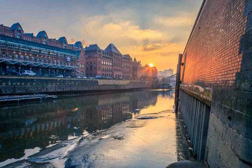 Sonnenuntergang Fleet Treppe Elbphilharmonie Hamburg