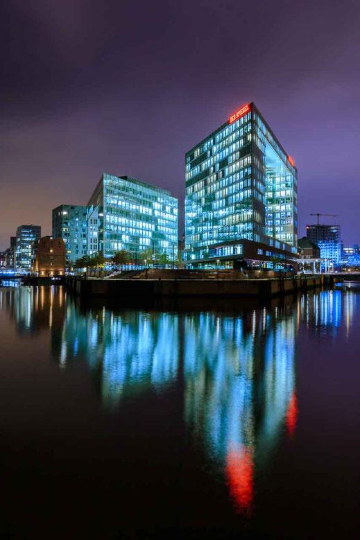 Hafencity Hamburg Spiegelung Architektur Hochhaus