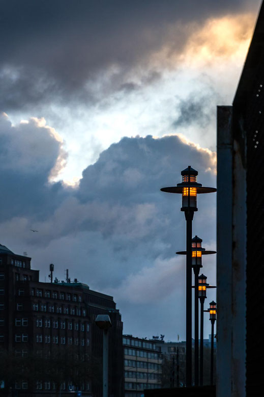 Lampen Chilehaus Fleet Wolken Hamburg