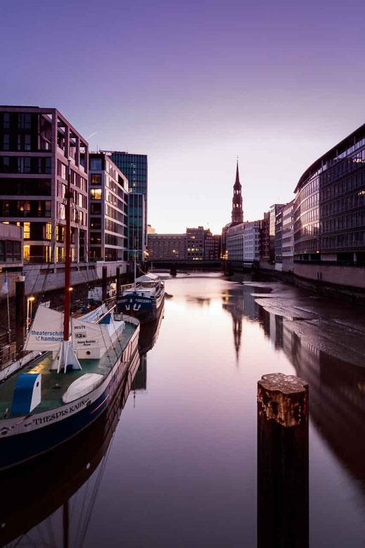 Schiff Theaterschiff Spiegelung Ebbe Niedrigwasser Sonnenaufgang