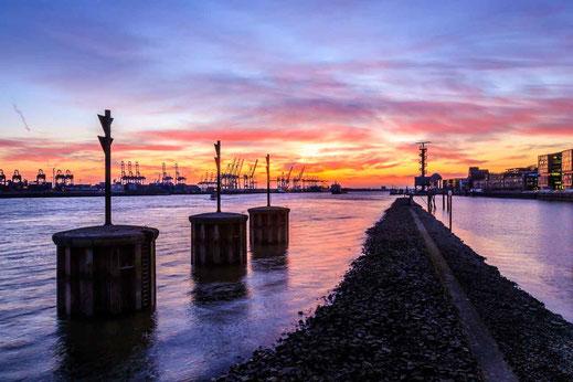 Elbe Dockland Steine Ebbe Sonnenuntergang Hamburg