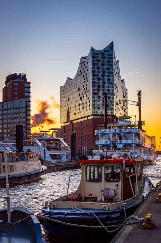 Hafencity Elbphilharmonie Schiff Sonnenaufgang