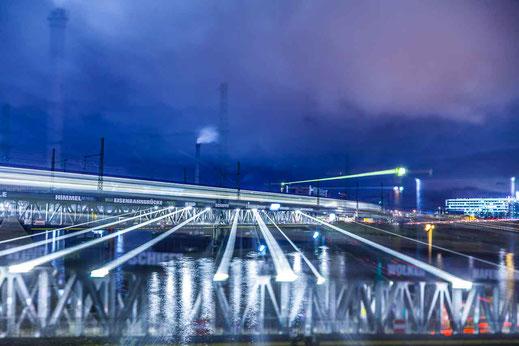 Zoom Effekt Langzeitbelichtung Eisenbahn Zug Lichtspur