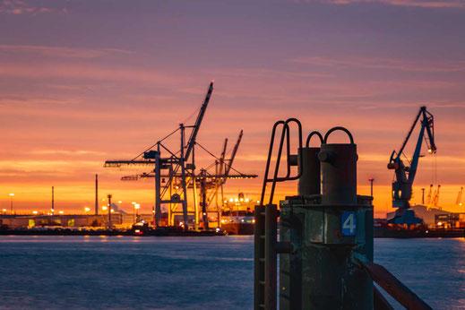 Hafen Kran Kraene Anleger Poller Elbe Hamburg