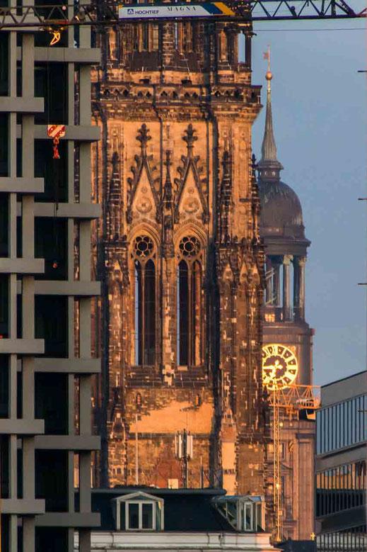 Staffelung Gebäude Kirche Michel Hamburg