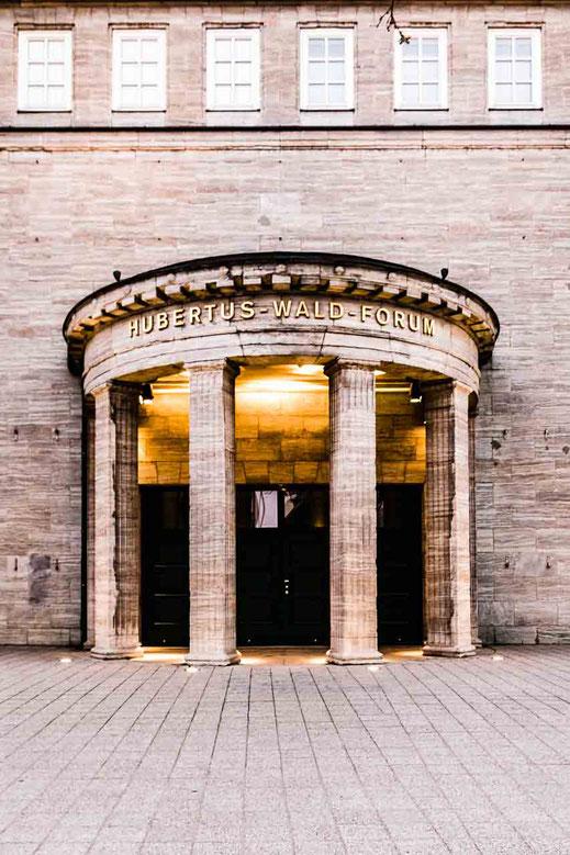 Hubertus-Wald-Forum Architektur Eingang Saeulen