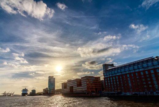 Hafen Gebaeude Anleger Kreuzfahrt Gegenlicht Hamburg