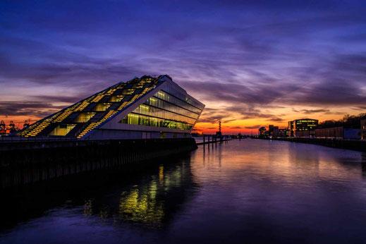 Dockland Elbe Wasser Sonnenuntergang Hamburg Architektur